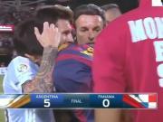 暖暖哒,梅西拥抱闯入球场的球迷