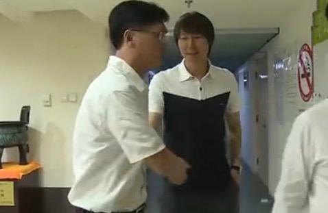 郭炳颜与李铁和解:我们俩太熟了 - 足球第一门
