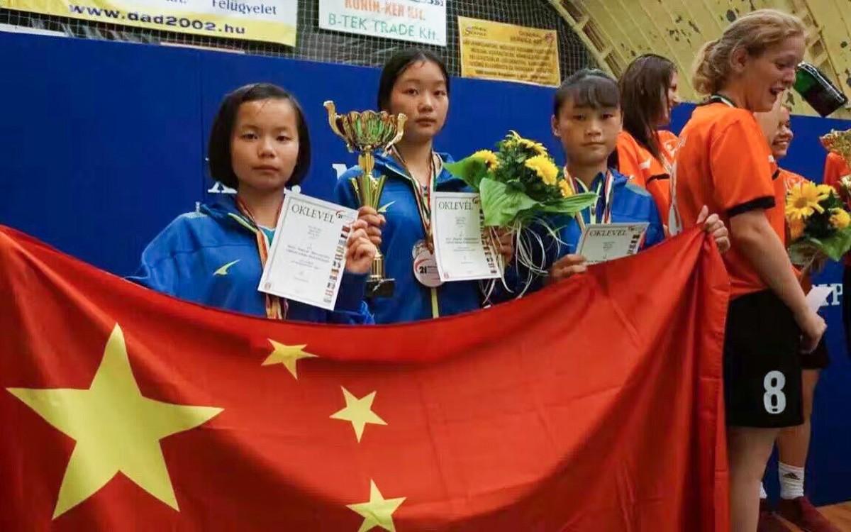 棒!上海兴塔小学女足夺得美国杯亚军