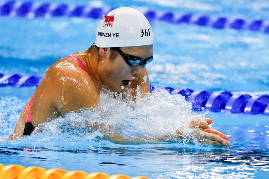 叶诗文是2012年伦敦奥运会女子200米和400米混合泳的双冠王,并打破400图片