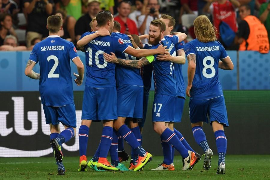 昨天冰岛国家男子足球队先遣团