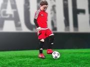 别人家的孩子,来看8岁小球员的足球技巧教学课