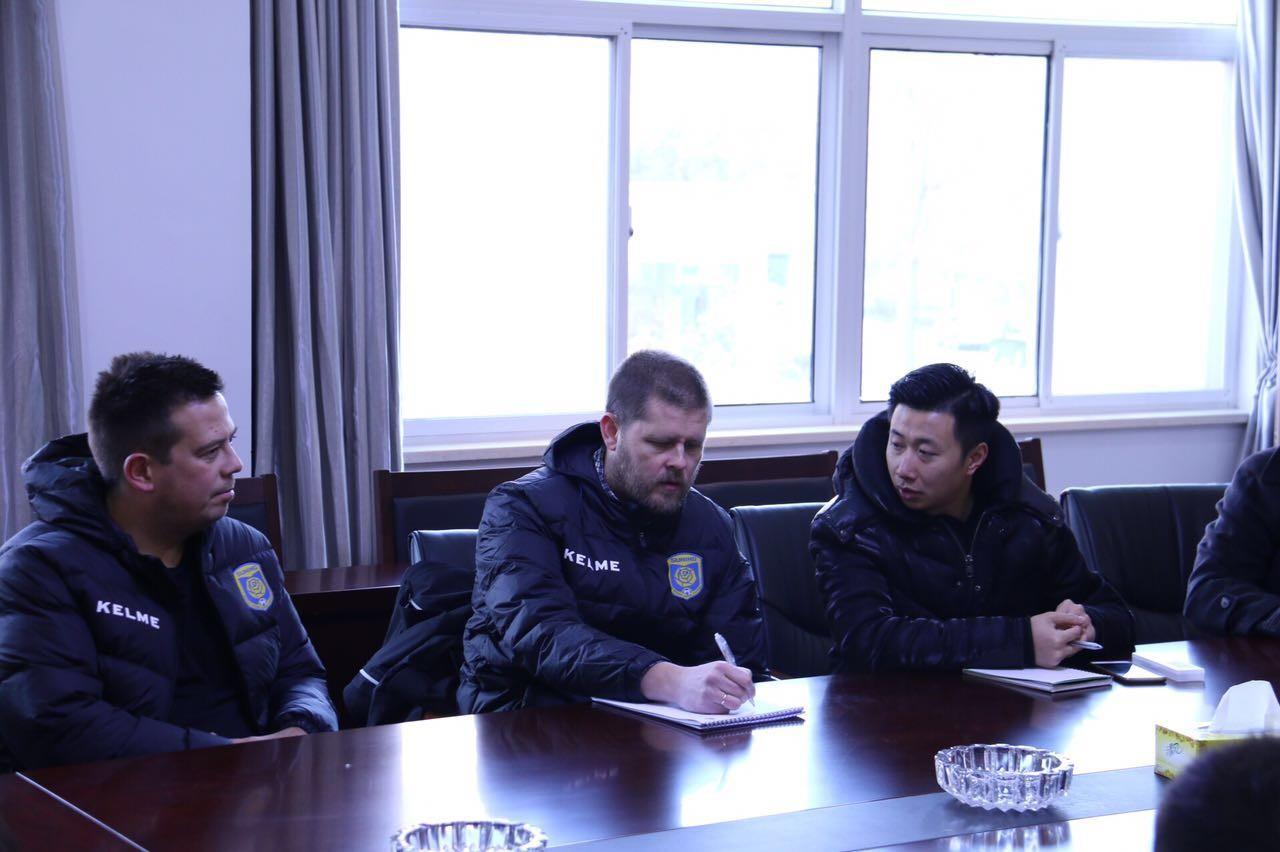 前冰岛女足主教练埃约尔松执教江苏苏宁女足