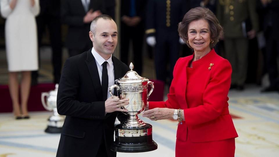 伊涅斯塔获得西班牙国家体育奖