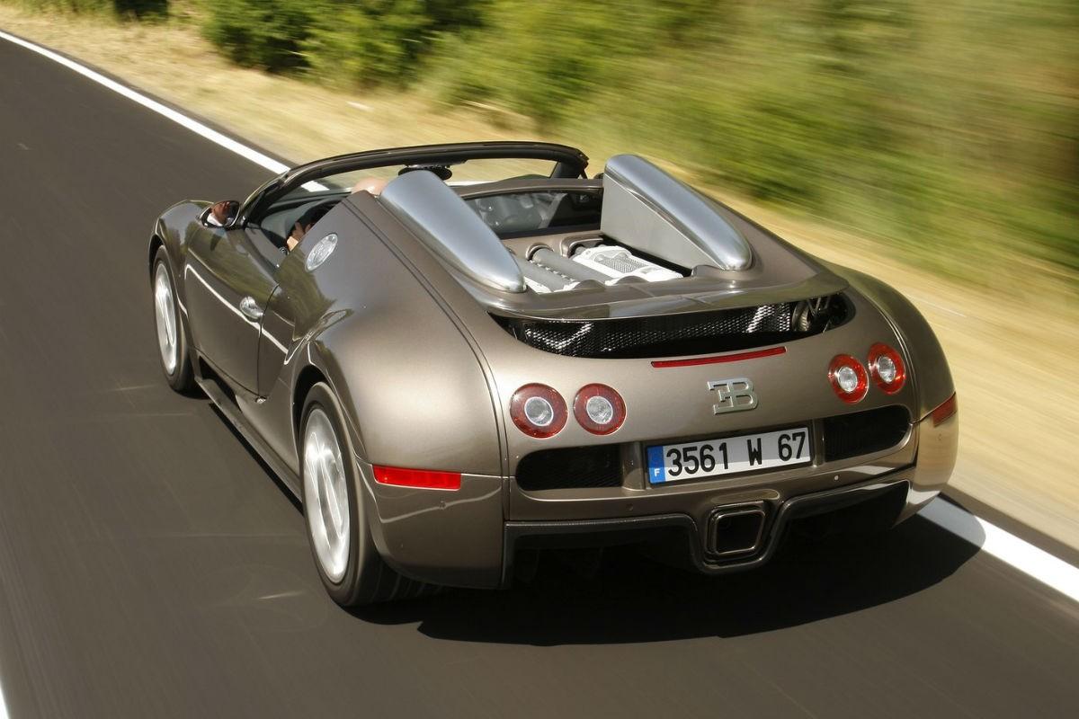布加迪威龙grand sport:c罗为这款车支付了120万欧元.