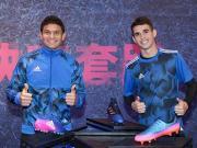 足球鞋与Boost的结合:Adidas蓝色妖技