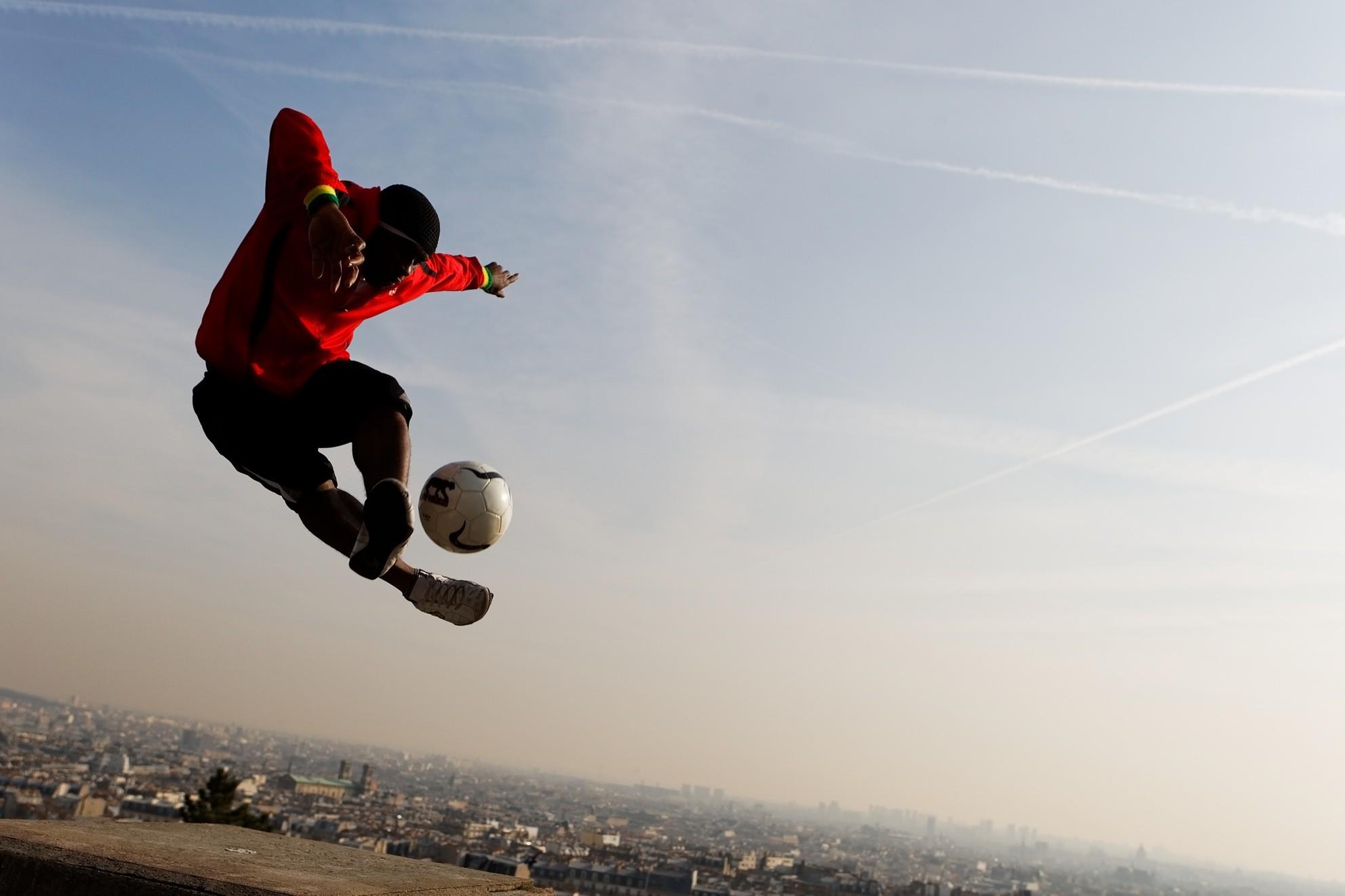 [转载]一招酷炫的花式足球动作图片