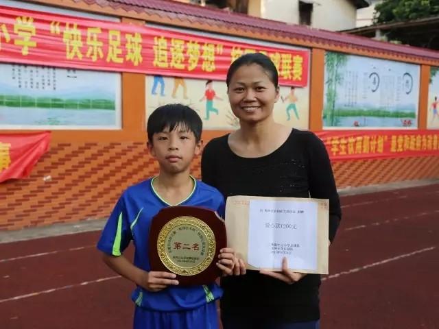 用足球温暖自闭症儿童! - 足球视频|足球视频集