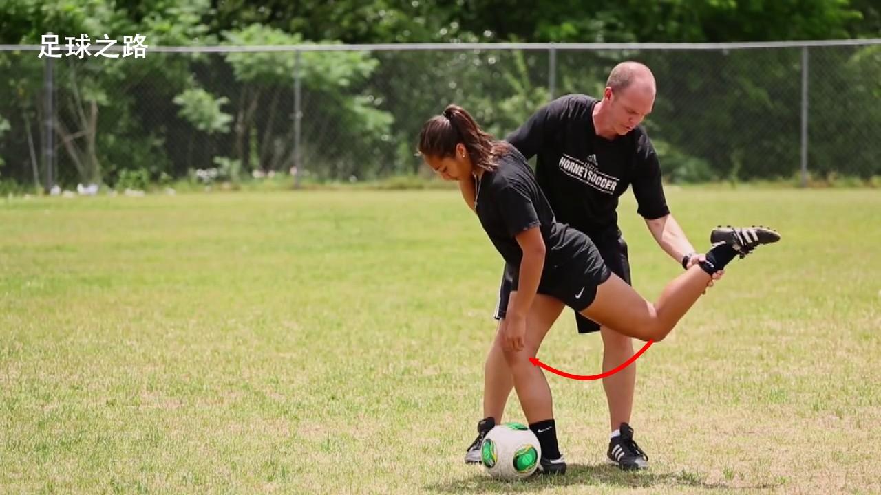 手把手教你如何用正脚背射门 - 足球视频|足球视
