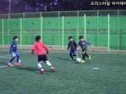 韩国足球最新基层青训大片:实拍韩国小学生2v2