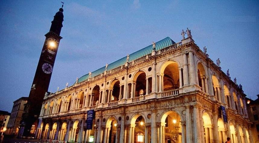 """图:维琴察的巴西利卡建筑,是""""帕拉第奥母题""""的经典建筑-一起去图片"""
