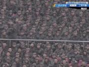 歌声嘹亮,杭州绿城主场看台上军人高唱《团结就是力量》