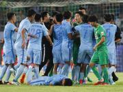 国安苏宁赛后爆发冲突,双方球员围拢推搡