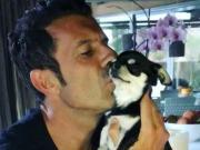 菲戈如此深情亲吻爱犬,这大概就是真爱吧