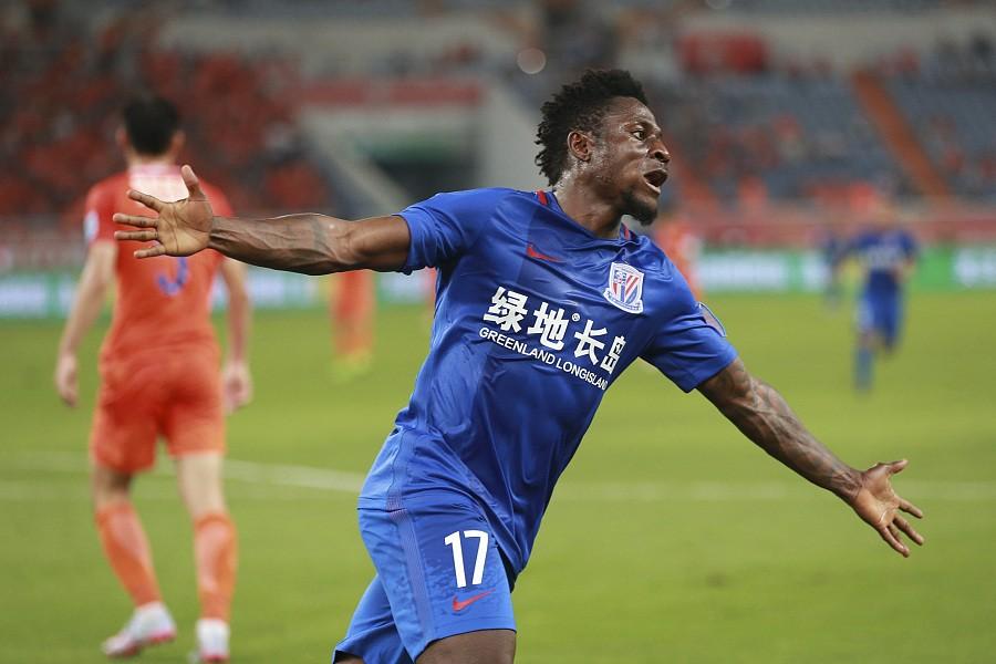 比赛图集:鲁能1-3申花,马丁斯飞奔庆祝 - 上海绿