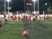 粤西业余足球暴力冲突,女孩惊问:爸爸,他们在干嘛!