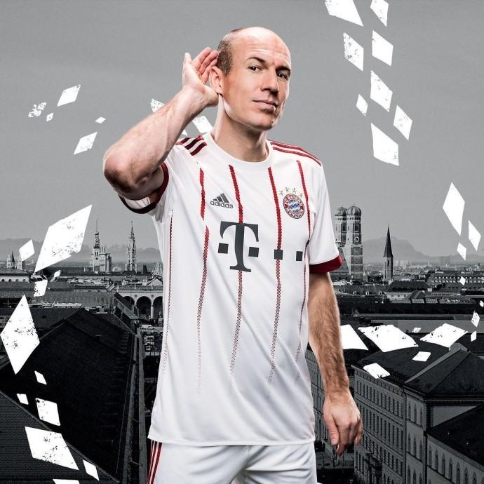 官方:拜仁发布新赛季欧冠球衣图片