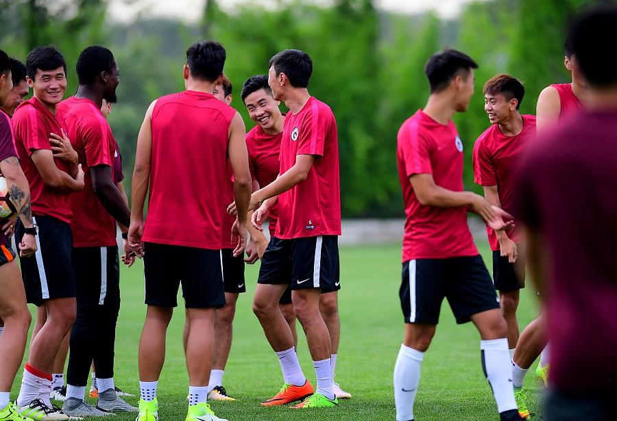 图集:辽足备战联赛,雷尼首次亮相训练场