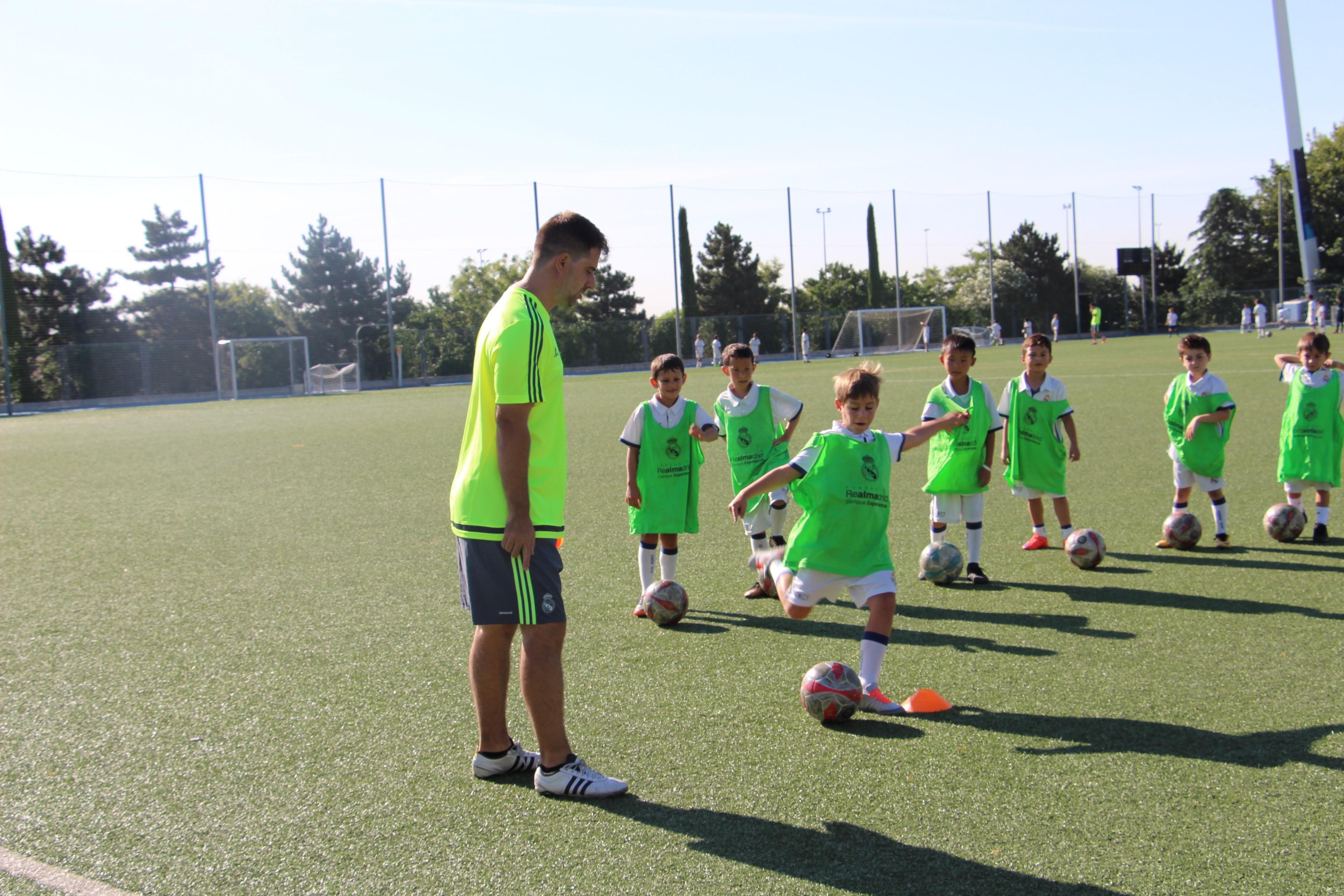 孩子几岁开始学踢足球最好?
