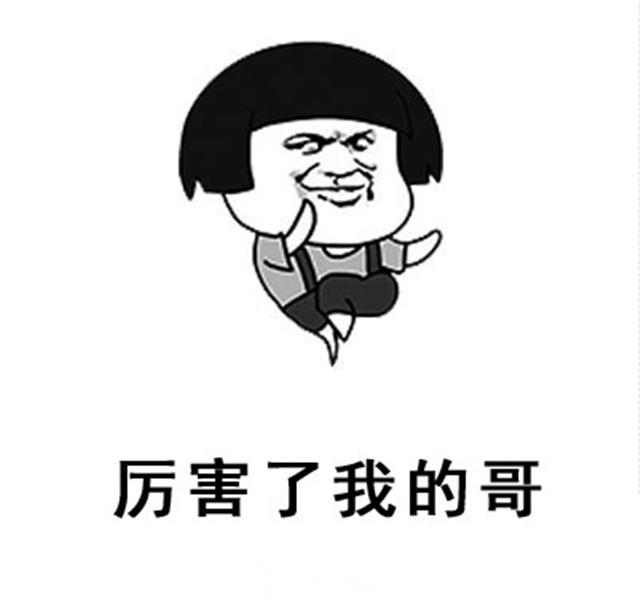 这个重庆8岁娃儿火了,一个人吃火锅,四个凳子换着坐!