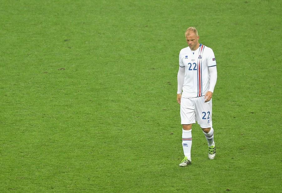 冰岛足球传奇人物古德约翰森(eiur gujohnsen)宣布退出职业足球.