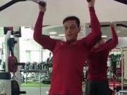 你们的厄祖快回来了!厄齐尔健身房内积极训练挥汗如雨