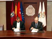 图集:笑容满面,本泽马正式在皇马续约合同上签字