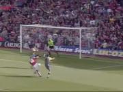 凌空抽射洞穿球门,22年前的今天博格坎普打入阿森纳生涯首球