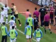 毅腾球员抗议裁判,比赛中断八分钟,下半场球员迟迟不出场