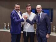 官方:米兰与库特罗内签新约