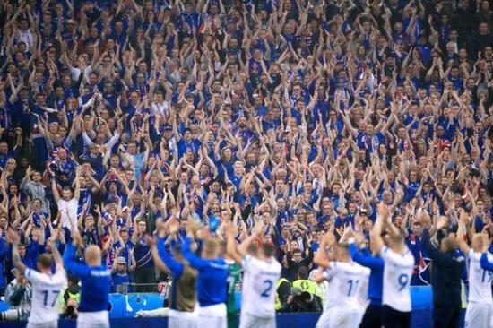 """是属于足球的胜利,是冰岛人给全世界球迷带来的冰与火之歌,是""""维京"""