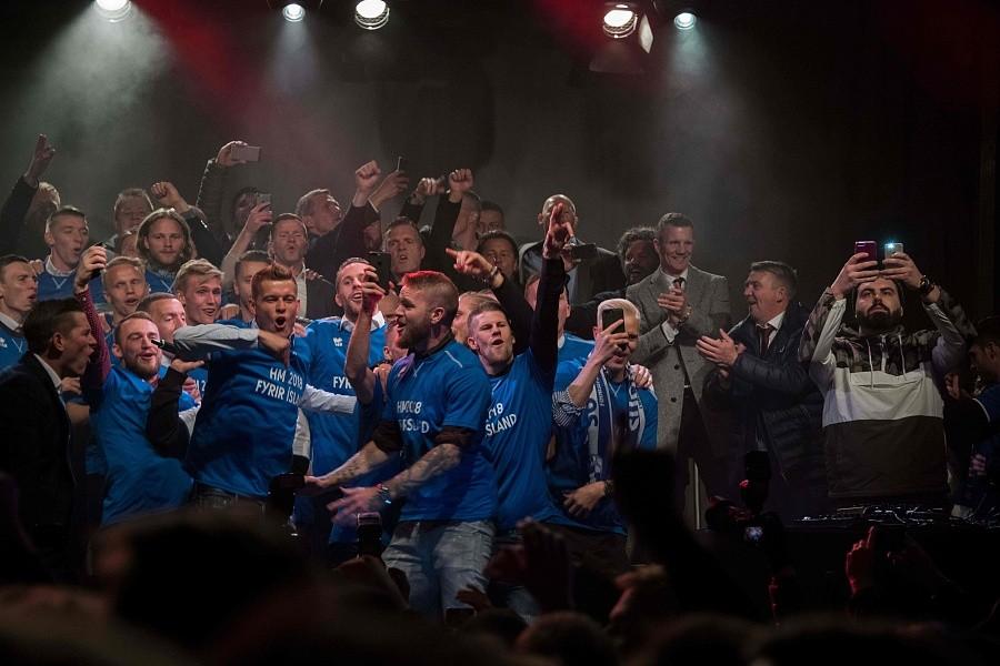 图集:冰岛首进世界杯,球员同球迷一起疯狂庆祝