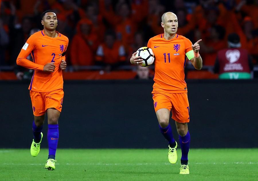 荷兰2-0瑞典,仍因净胜球少无缘世界杯,罗本梅开二度