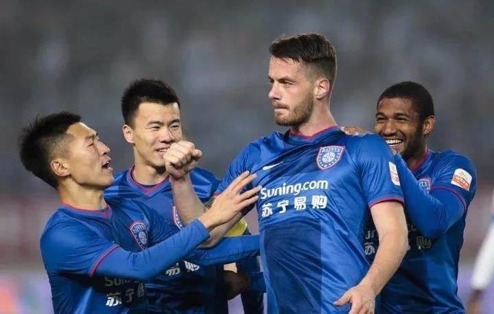 中国足球联赛是冰岛球员很好的舞台,现在我也知道有很多冰岛球员希望