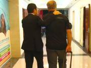 夺冠狂欢之后还有故事?刘永灼和斯科拉里在走廊单独会谈