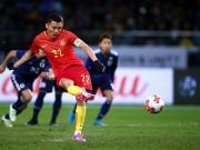 东亚杯丨于大宝补时点射再建功,中国男足1-2负于日本