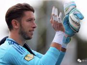 足球装备:守门员如何用绷带固定手指&为什么要用绷带固定