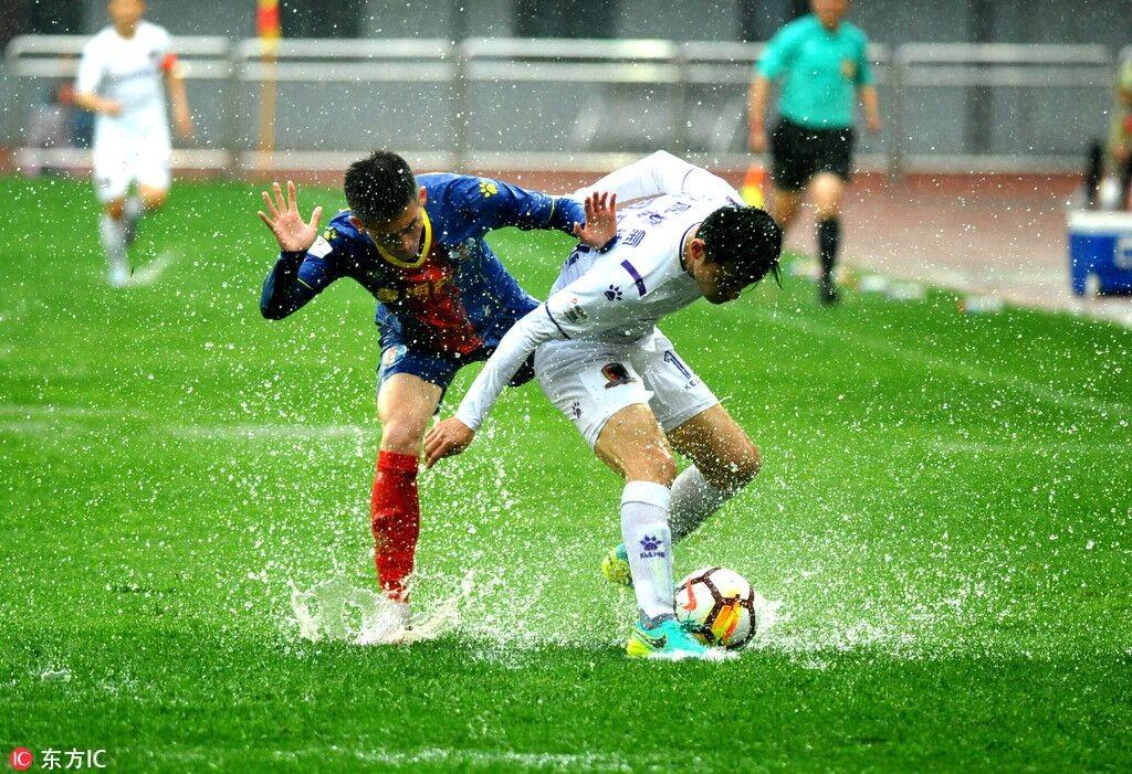 本场比赛由于北方持续经历强降水,青岛队主场积水严重,双方只能展开