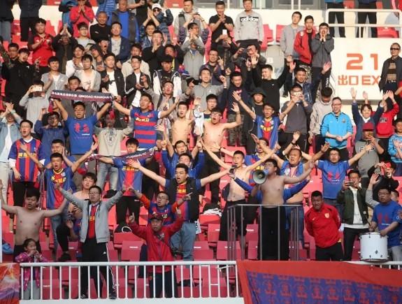 联赛第8轮:青岛黄海主场有八千多名球迷与我们一起并肩战斗!