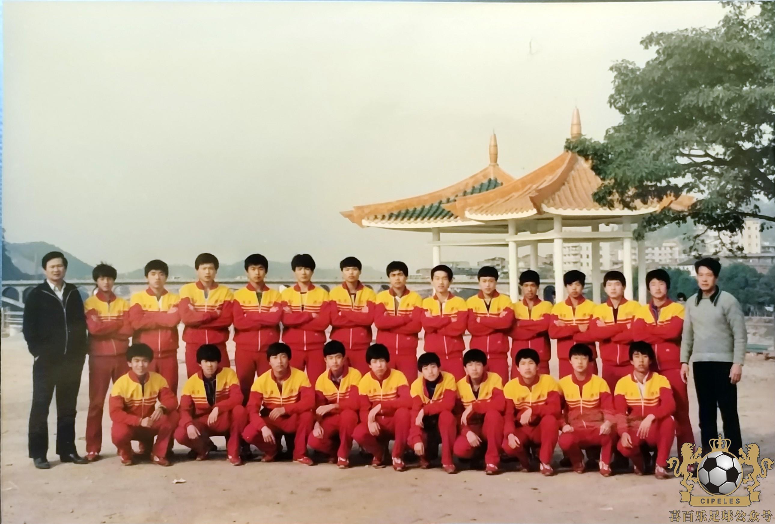 在足坛宿将孙霞丰统领下,竖起天津青年队的旗帜.
