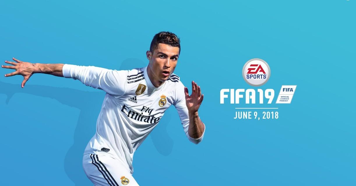 在此前fifa19发布的海报中,c罗身披的是皇马球衣,不过当时葡萄牙球星