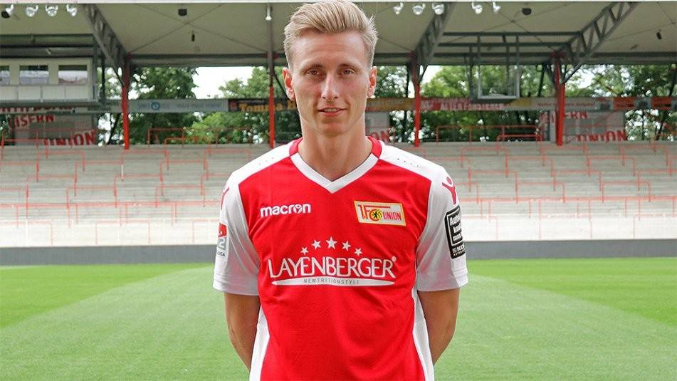 与柏林联合签下了一份在2021年6月30日到期的合同,他将身披8号球衣.图片