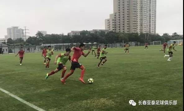 目前,长春亚泰u15队已抵达秦皇岛足球训练基地进行备战.