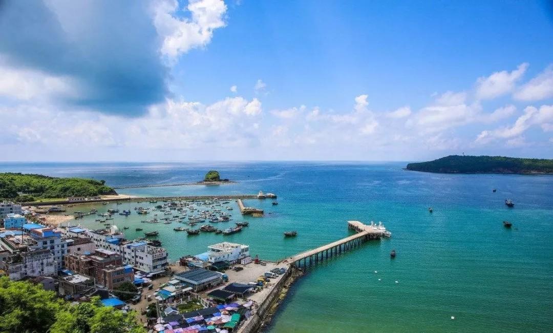"""此外,北海是中国最美的海滨城市之一,更是古代""""海上丝绸之路""""的重要始"""