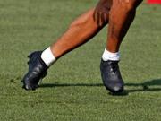 换品牌?苏亚雷斯穿着全黑阿迪达斯战靴参加训练