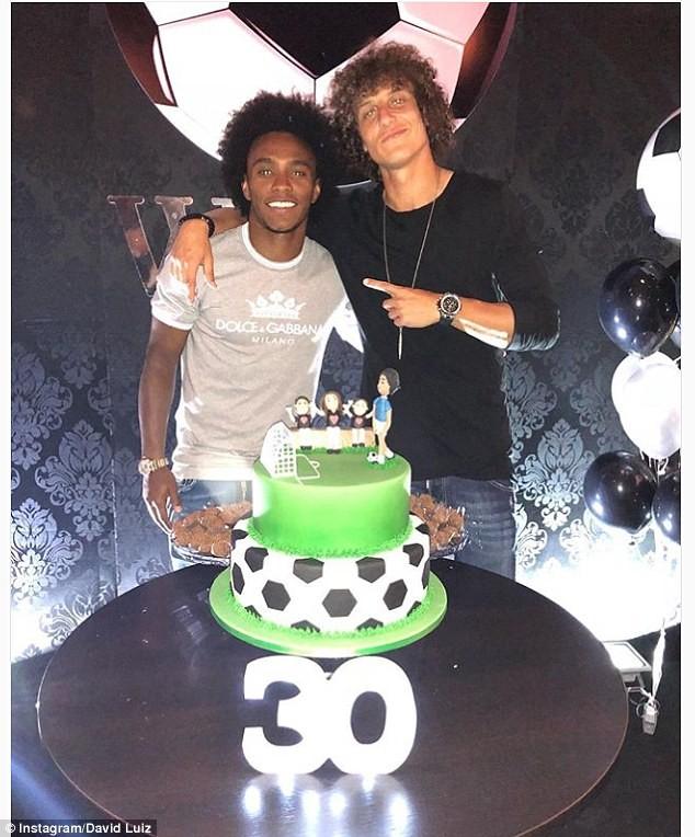 庆生,路易斯送威廉一个大蛋糕图片