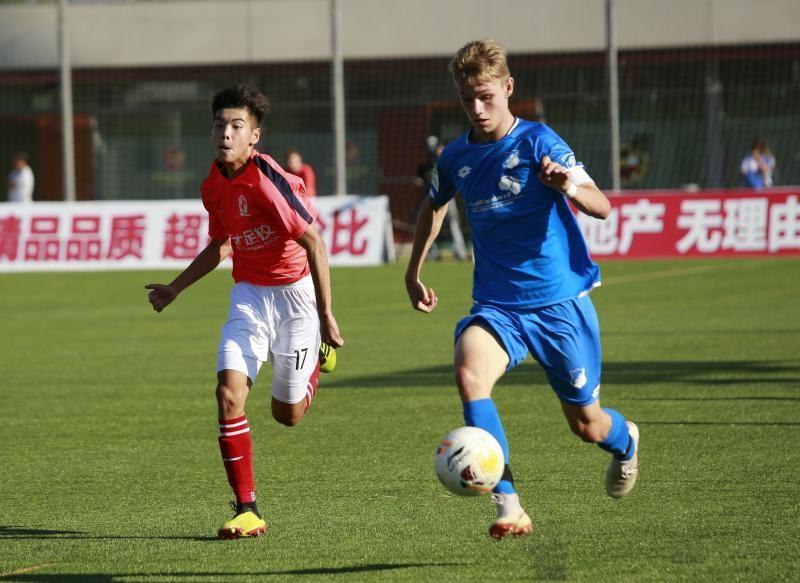 广州恒大足球学校优秀小将_广州恒大足球学校老师_描写广州恒大足球学校的作文