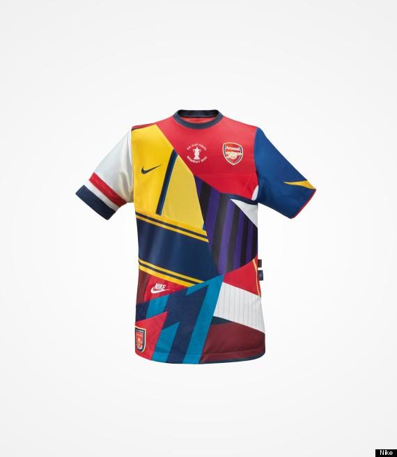 2013-14赛季,在阿森纳更换球衣赞助商转投彪马之前的最后一年,耐克也
