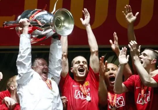 在弗格森时期,曼联从1996/97赛季开始,从来没有缺席欧冠正赛,那也是
