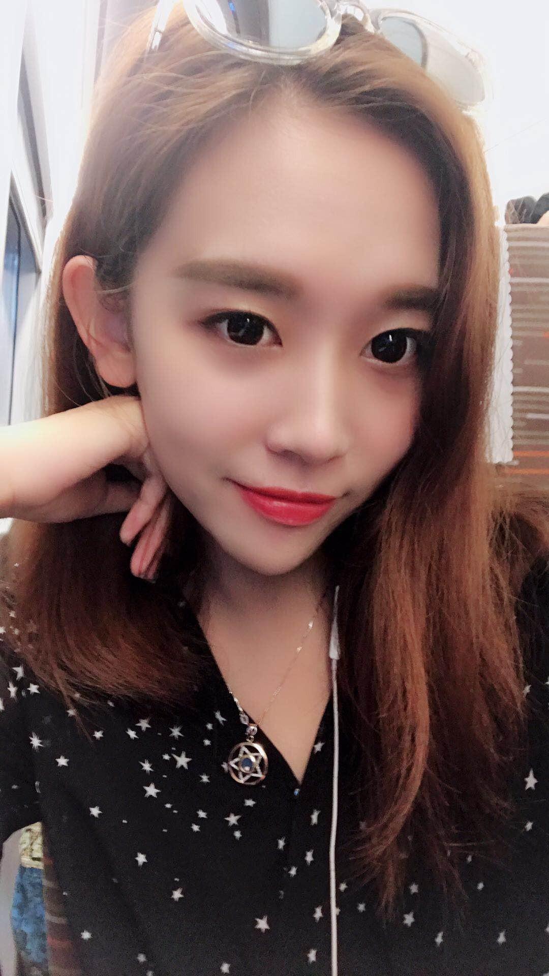 女球迷采访:来自北京的幼儿园老师小贾